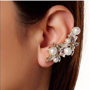 Pearl cluster ear cuff